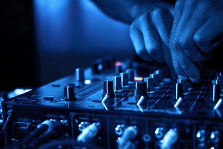 djs-music-serv